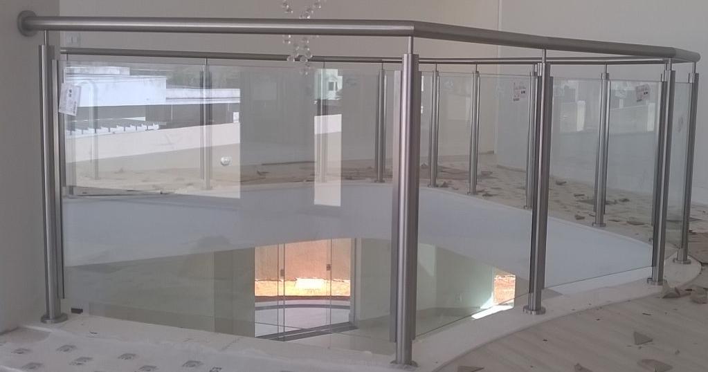 Guarda-corpo-inox-com-vidro